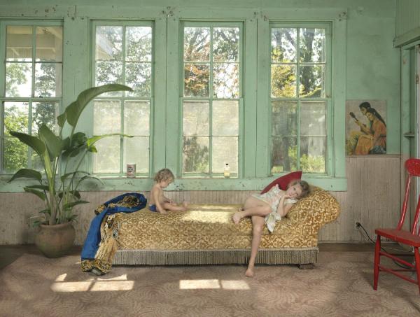 Julie Blackmon, Chaise (2013)